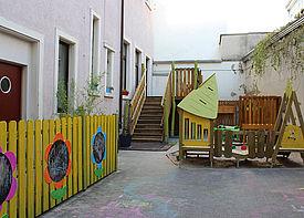 Ansicht des Hofgeländes der Kinderkrippe Krisu in Karlsruhe