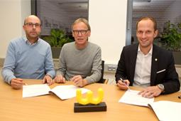 Die Geschäftsführer Ron Geyer und Thomas Buchholz unterschrieben zusammen mit Oberbürgermeister Dr. Christoph Grimmer den Mietvertrag.
