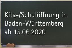 Schultafel mit Schriftzug Kita-/Schulöffnung in Baden-Württemberg ab 15.06.2020