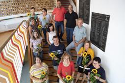 Gruppenaufnahme zur Mitarbeiterehrung an der Konrad-Biesalski-Schule