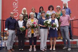Die Geschäftsführung und Schulleitung ehrte ihre langjährigen Beschäftigten und verabschiedete Mitarbeitende in den Ruhestand.